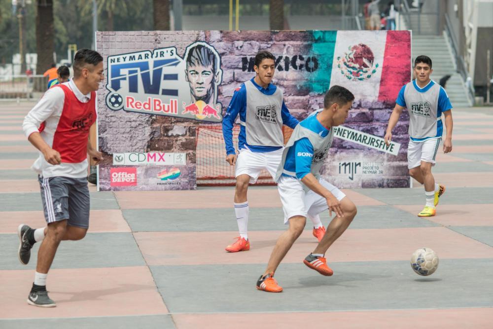 Jugadores participando en la segunda fecha de Neymar Jr%27s Five en CDMX_2016_Foto_Rodrigo Jardón